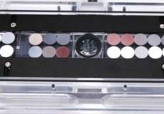 """""""Zürich"""" 2-Volumen-Ablationszelle (LDHCLAC Zelle) bestückt mit """"Nano-pellets"""" von verschiedenen Gesteinsstandards."""
